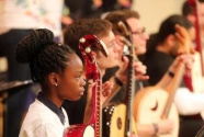 痴迷中国古典乐器的外国年轻人
