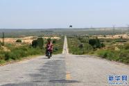 大漠丰碑:库布其首条穿沙公路