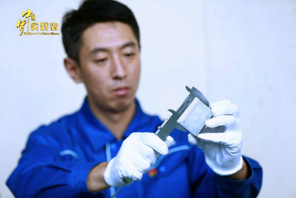 """陈久友:用0.8mm""""薄壁焊""""绝技, """"焊""""卫祖国长空"""