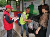 浙江金华:市民向农民学垃圾分类