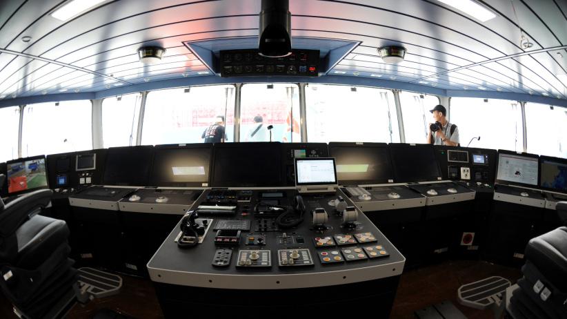 """探訪我國首艘自主建造的極地科考破冰船""""雪龍2""""號"""