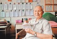 """湖南涟源市退休干部二十八年如一日助困助学——肖光盛:89岁的""""爱心爷爷"""""""