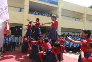 中国扶贫基金会向尼泊尔聋哑学生赠送学习用具