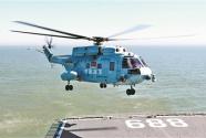 海軍首批艦載直升機飛行學員完成著艦單飛