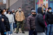 全球新冠病例破4000万 疫情缘何加速上升