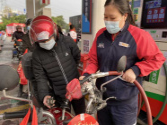 """中国石化为""""就地过年""""人员提供免费服务"""